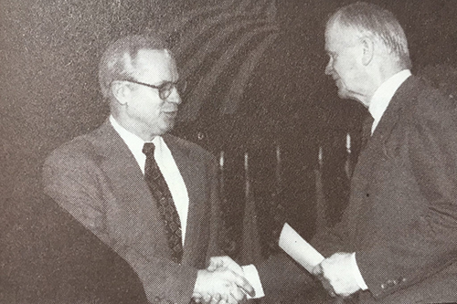 NRECA Executive Vice President and General Manager Bob Bergland, right, introduced his successor Glenn English at NRECA's Annual Meeting in 1994. [photo: NRECA]