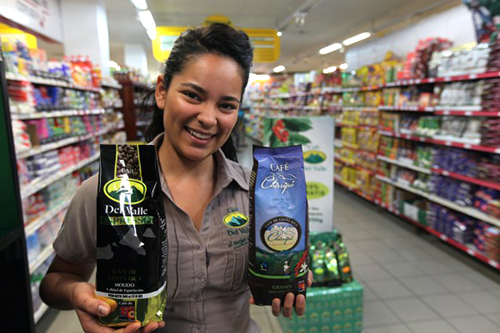 Dayana-Rivera-displaying-some-of-COOPEAGRIs-coffee-brands-at-the-co-ops-supermarket-in-Costa-Rica-600x400 f074d