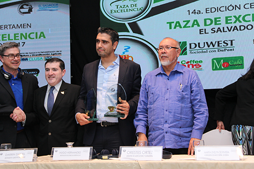 Raul Rivera wins top prize at the El Salvador's 2017 Cup of Excellence.
